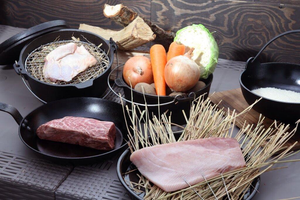 冬グランピング限定、藁焼きプランは調理手間いらず