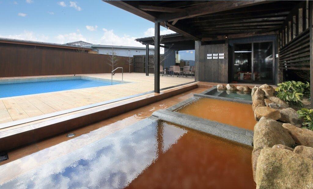 花菖蒲のプライベートプールと3種の温泉露天風呂