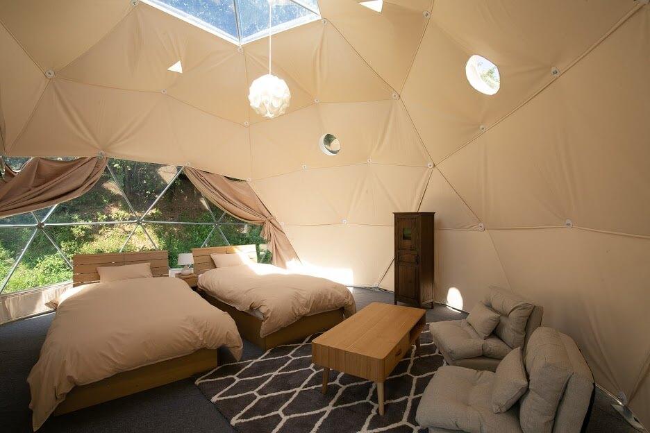 「グランドーム京都天橋立」のドーム型グランピング、室内も素敵です。