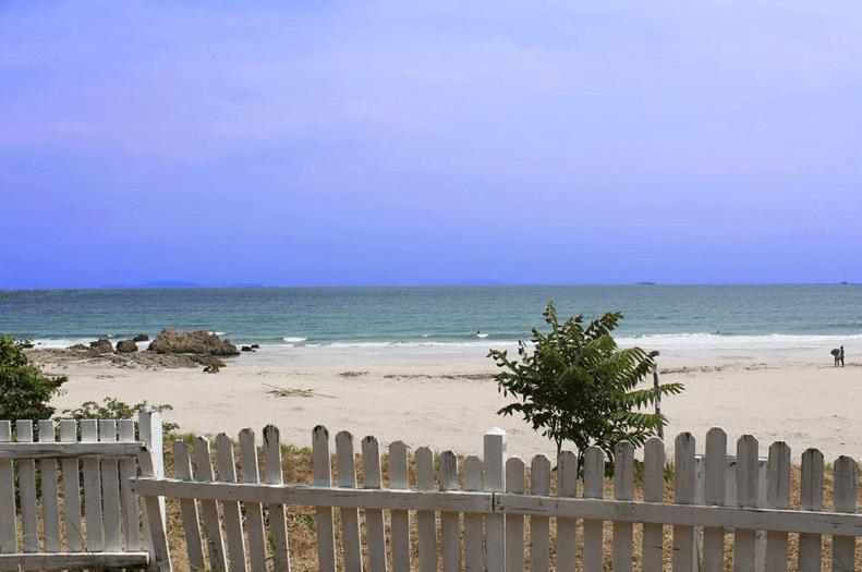 静岡県下田のビーチ目の前にある「ビーチキャンプ」