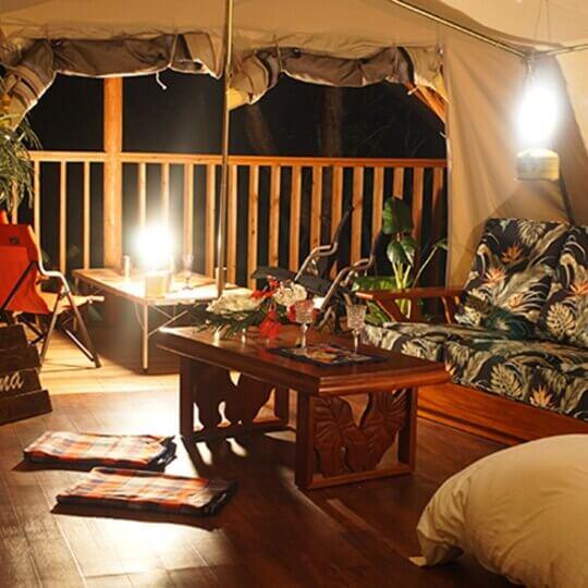 マヒナグランピングスパリゾートのグランピングテント内部
