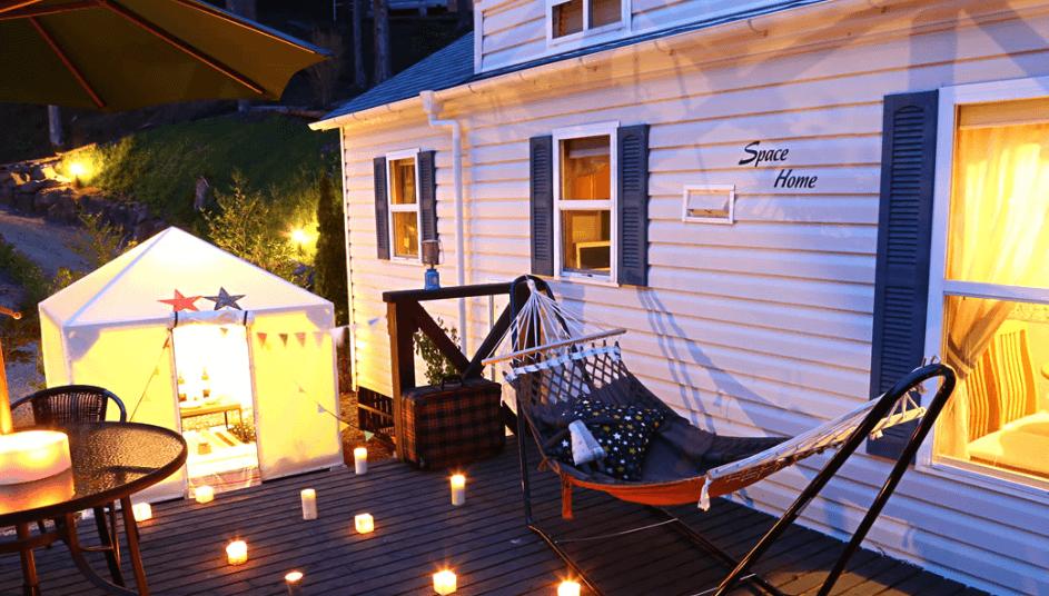 お子様の喜びそうなプチテント&ハンモックがデッキにある河口湖カントリーコテージBan