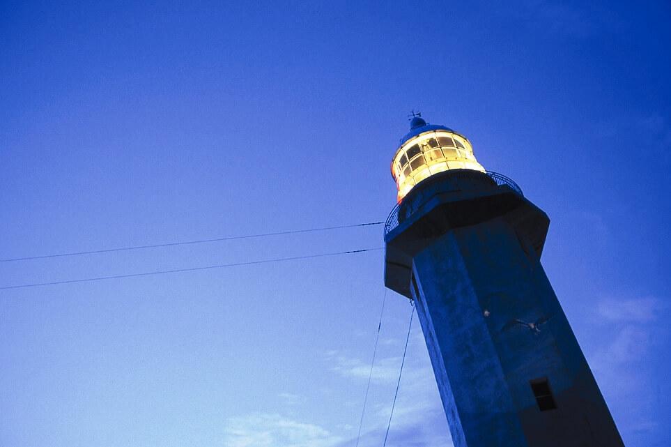 野島崎灯台は南房総の最南端に広がる白浜にある
