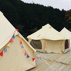 福岡県中心部から車で15分の好立地にある「GLAGANA」ぜひ素敵なグランピングテントでお過ごしください。