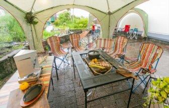 人気アウトドアメーカーのキャンプセットでBBQが楽しめる「博多南グランピングガーデン」