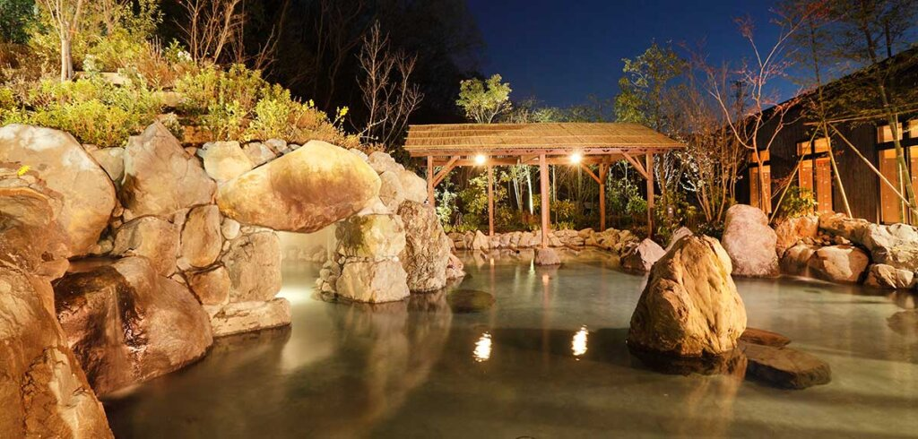 ネスタリゾート内の温泉施設をグランピングとセットで楽しんでいただけます。