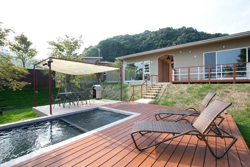 マリントピアザスイートのコテージは、プライベートプールと天然温泉付き