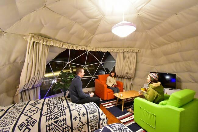 伊豆シャボテン公園 冷暖房完備のドームテント内部は快適