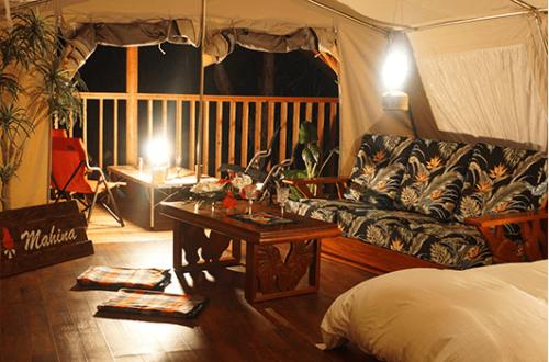 ハワイのリゾート気分を楽しめる内装のマヒナ・グランピング・スパ・ヴィレッジ