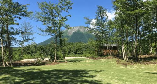 大山を見渡しながら、DACG 大山オートキャンプ場のフリーで遊べるスペース