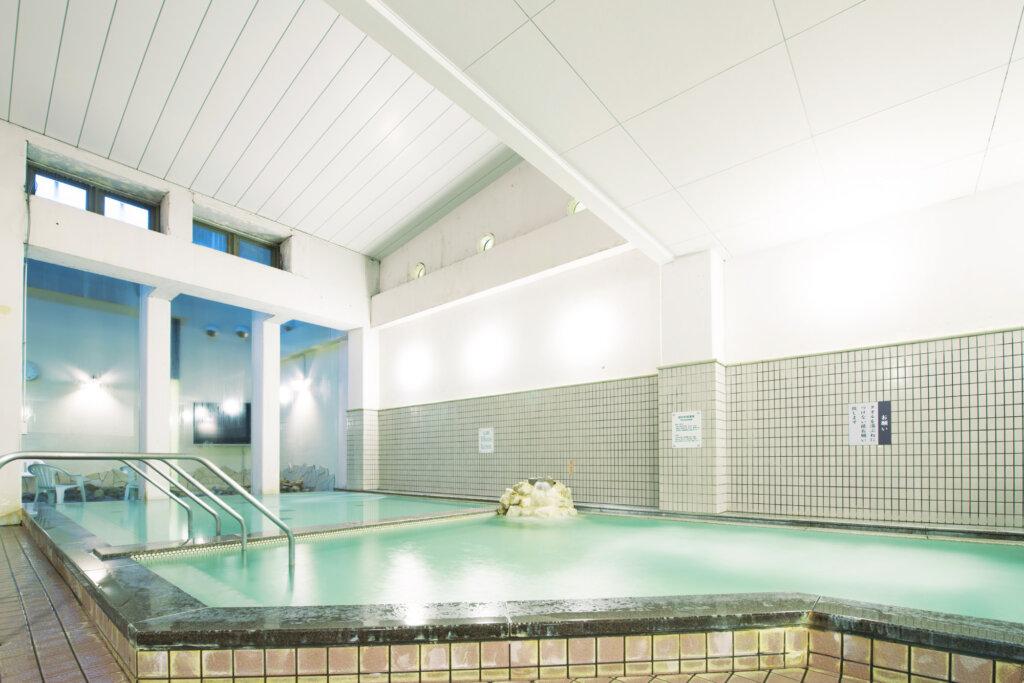 GRAXるり渓の利用者は優待料金設定有り。広々した大浴場の他にもジャグジー、寝湯他多数あり。