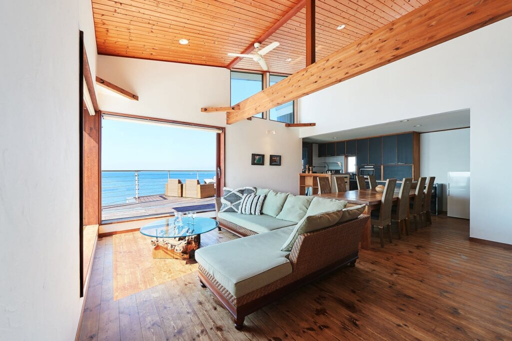 海の見えるおしゃれなコテージに泊まれる「& SUN Penthouse」