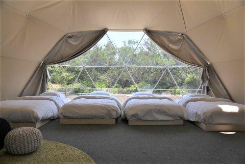 グランドーム伊勢賢島の大型ドームテントは4台のベッド