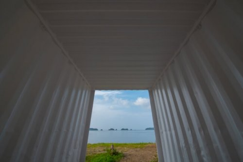 グランオーシャン伊勢志摩テントの基礎となるコンテナからは海が見える