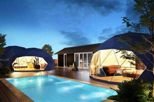 ブルードーム京都天橋立のスリールームズはドームテントとツインドームがプライベートプールを囲む形で
